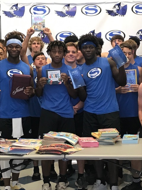Snook Athletes holding up books to read