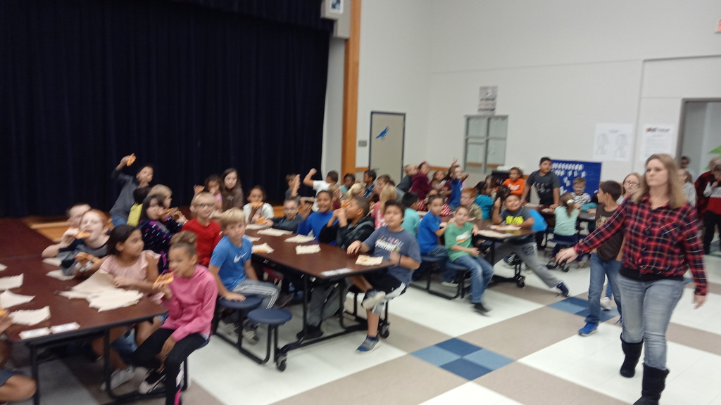 Kids eating pizza at a pizza part for perfect attendance the first six-weeks of school. 4