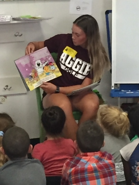 Aggie Athletes Read to Second Grade students.1
