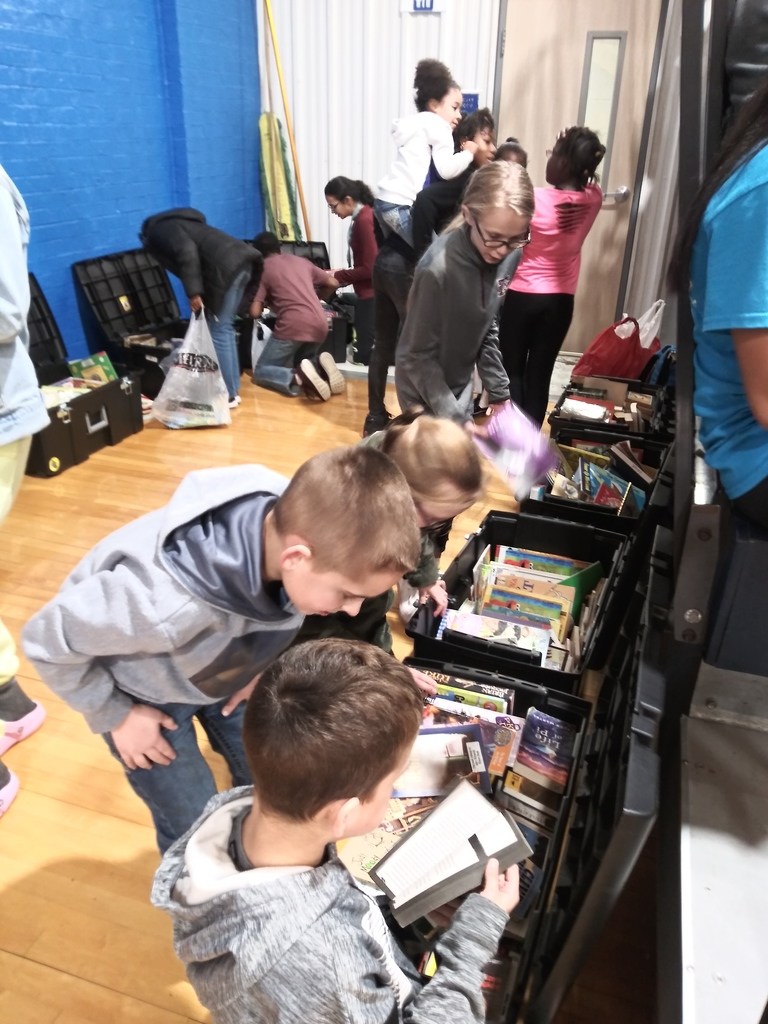 Little Jays were digging for treasures--treasured books, that is--during last week's basketball games. Bluejays Read everywhere and anywhere!